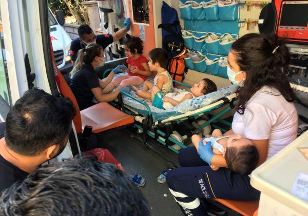 Evi terk etti, 1'i bebek 4 çocuğu perişan bulundu