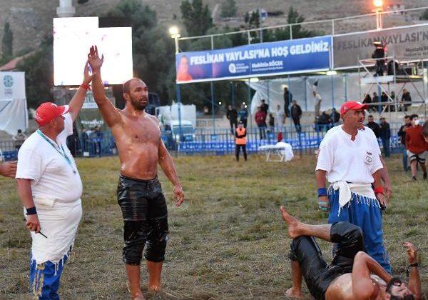 Feslikan'ın başpehlivanı Ali Gürbüz