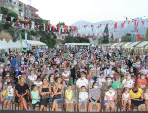 Gönül Yeprem 'Neşeli notalar' konseri ile çocuklarla buluştu