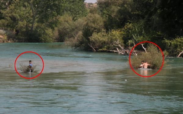 Irmakta su seviyesi aniden yükselince adacıkta mahsur kaldılar