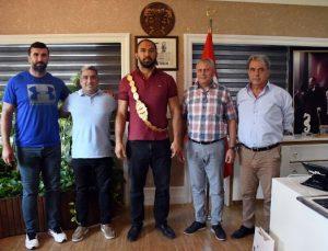 Kırkpınar Başpehlivanı Ali Gürbüz Kemer Belediyesi'nde