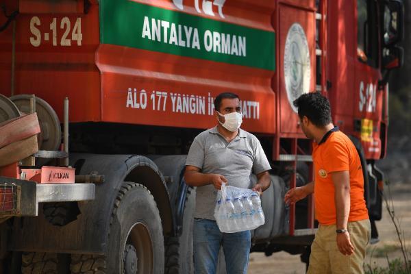 Konyaaltı'ndan Manavgatlı çiftçilere yem desteği