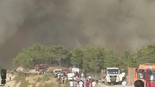 Manavgat'ta yangından korkan vatandaşlar bölgeden böyle kaçtı