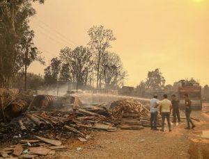 Manavgat'taki büyük yangında 2'nci gün; 3 ölü (24)
