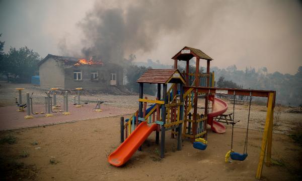 Manavgat'taki büyük yangında 2'nci gün; 3 ölü (26)