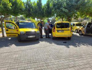Otobüs ve taksi duraklarında dezenfekte çalışmaları