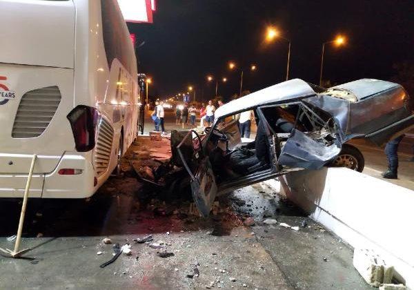 Otomobil otobüse çarptı: 1 yaralı