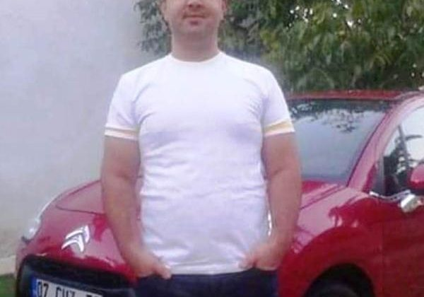 Otomobiliyle refüje çarpan aşçı öldü