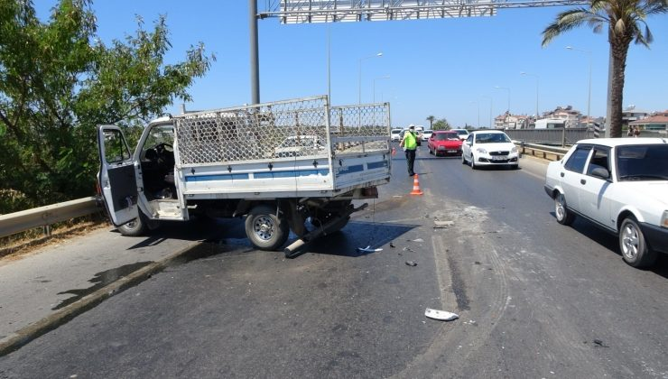 (ÖZEL) Açılan motor kaputunu hareket halinde kapatmak isterken kaza yaptı