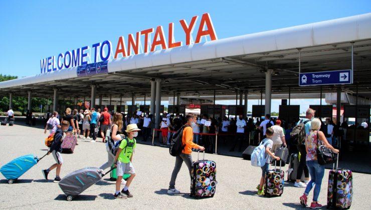 (Özel) Antalya Havalimanı'nda tarihi yoğunluk