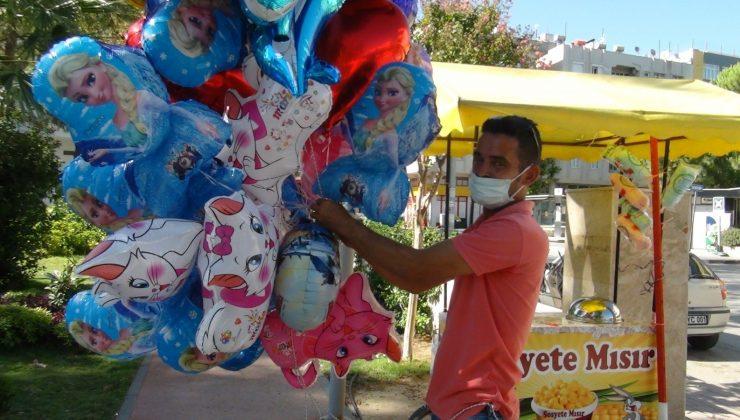 (ÖZEL) Antalyalı baloncunun yürekleri burkan mezarlık ziyareti