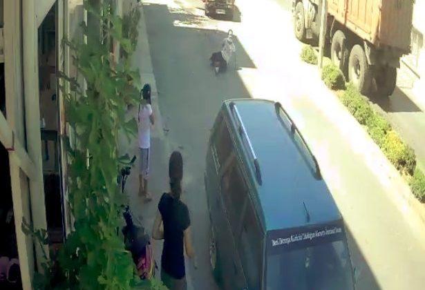 (ÖZEL) İçinde bulunduğu otomobile çarpıp kaçan sürücüyü kovalarken düştü