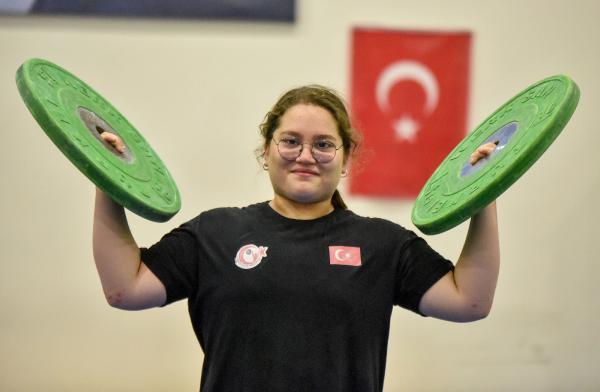 (ÖZEL) Rekortmen haltercinin hedefi ikinci Avrupa şampiyonluğu