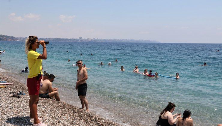 (Özel) Yüzme bilmeyenlerin inadı dünyaca ünlü sahilin tek kadın cankurtaranını bezdirdi