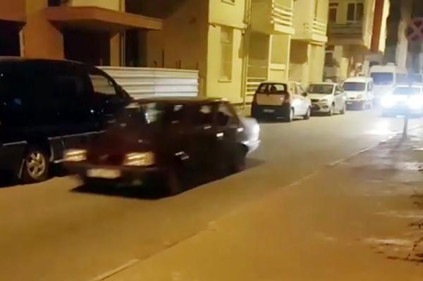Polisin 40 dakikalık ehliyetsiz sürücü kovalamacası kamerada
