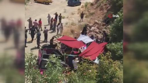 Turistleri taşıyan safari aracı devrildi: 1 ölü, 9 yaralı