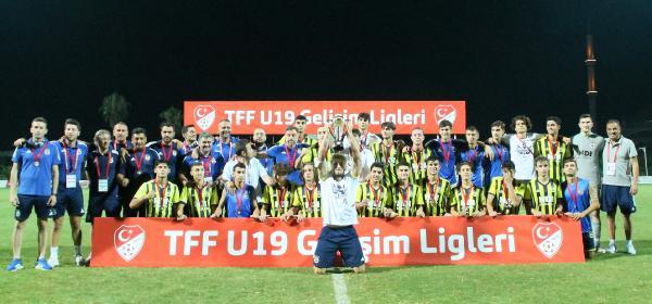 U19 Gelişim Ligi'nde Fenerbahçe üçüncü, Kasımpaşa dördüncü oldu