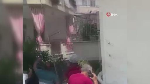 Vatandaşlar bidon ve leğenlerle söndürme çalışmalarına destek oluyor