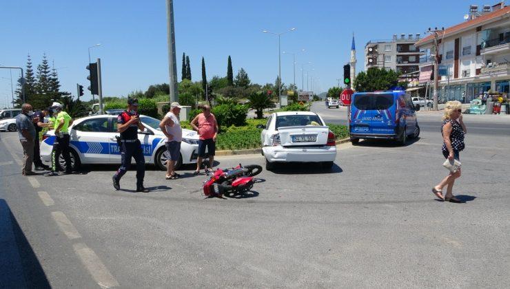 Zincirleme kazada motosiklet sürücüsü ölümden döndü