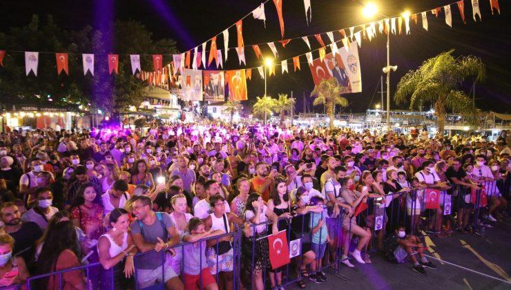 30 Ağustos Kaş'ta Taksim Trio konseri ile kutlandı