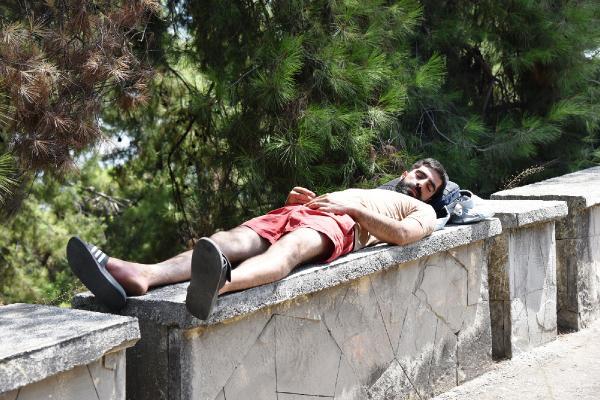 40 derece sıcakta yatarken bulundu, ekiplerin uzun uğraşı sonucu kendisine geldi