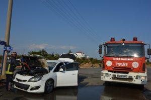 4 kişinin yaralandığı kazada otomobil bir anda alev aldı