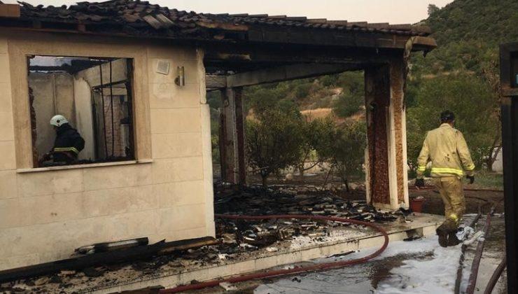 Adrasan'da yanan ev kullanılamaz hale geldi