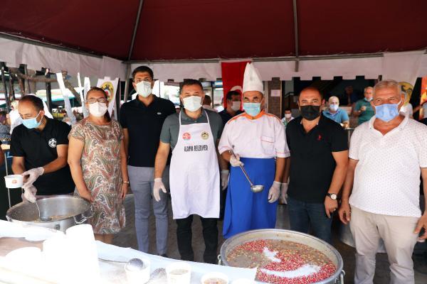 Alanya Belediyesi üç bin kişiye aşure ikram etti