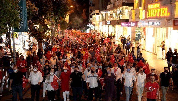 Alanya'da 30 Ağustos Zafer Bayramı kutlamaları fener alayıyla son buldu