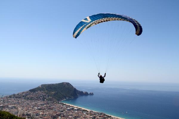 Alanya'da yamaç paraşütü heyecanı
