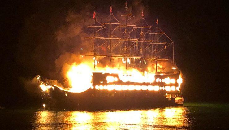 Alanya'daki tur teknesi yangınlarında 4 tekne küle döndü