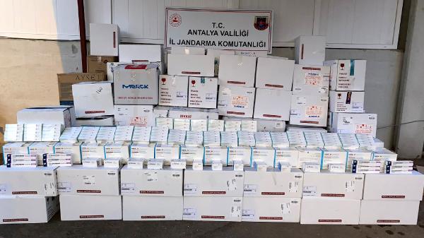 Antalya'da 3,3 milyon liralık kaçak ilaç ele geçirildi