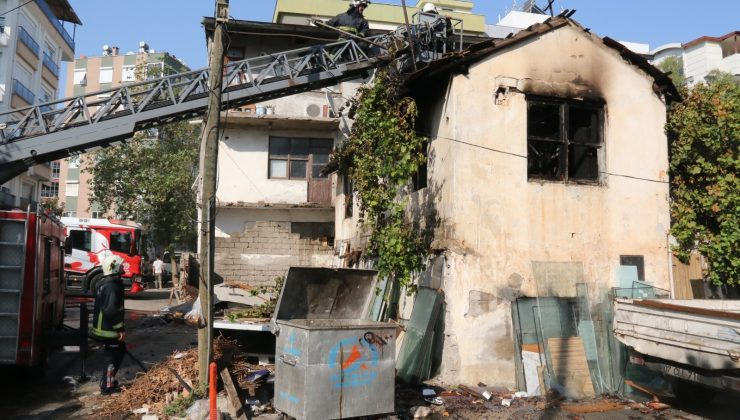 Antalya'da gecekondu yangında küle döndü