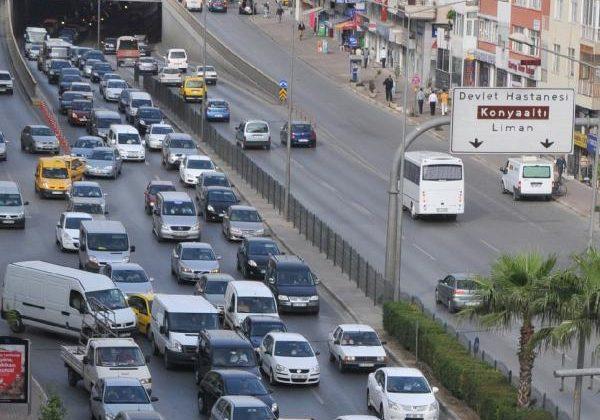 Antalya'da her 2 kişiye 1 araç düşüyor