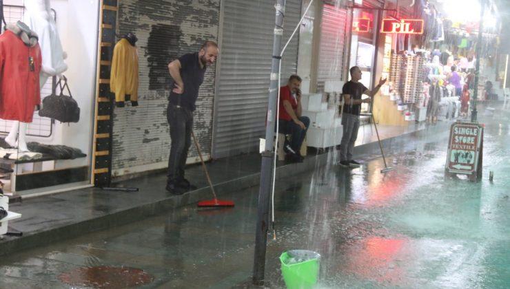 Antalya'da sağanak yağmur