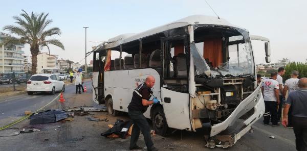 Antalya'da tur midibüsü kaza yaptı: 2 turist öldü (1)