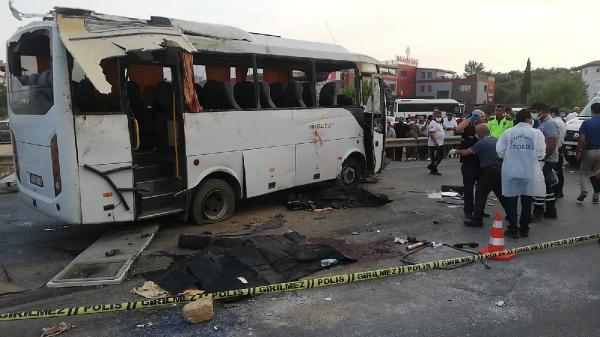 Antalya'da tur midibüsü kaza yaptı: 2 turist öldü/ Ek fotoğraf