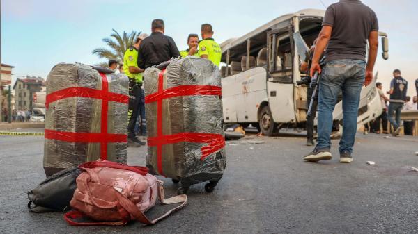 Antalya'da tur midibüsü kaza yaptı: 3 turist öldü, 9 yaralı (2)- Yeniden