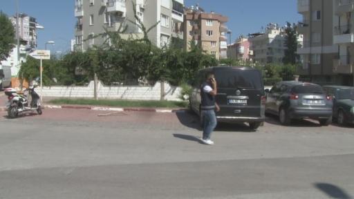Antalya'da yürek sızlatan görüntü… Anne köpek yakılarak öldürülen yavrusunu böyle taşıdı