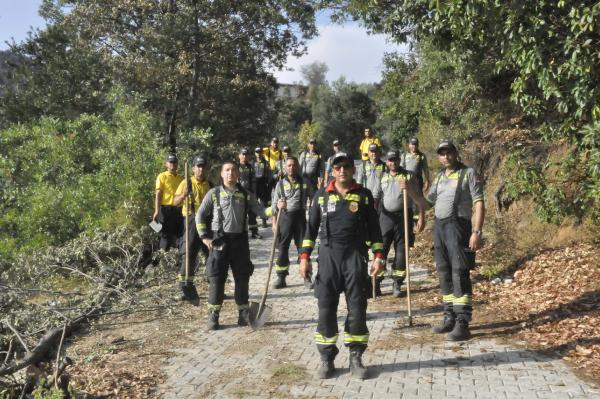 Antalya'daki yangınlarda soğutma çalışmaları sürüyor (3)