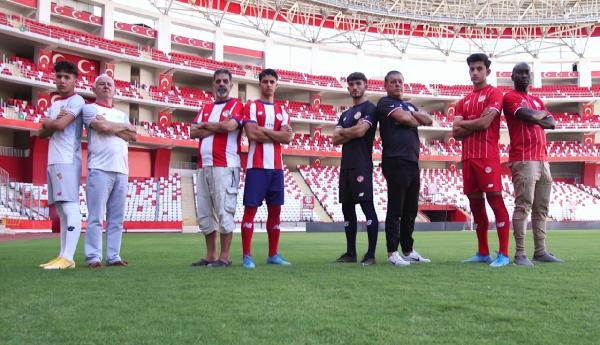 Antalyaspor'da yeni sezon formaları tanıtıldı