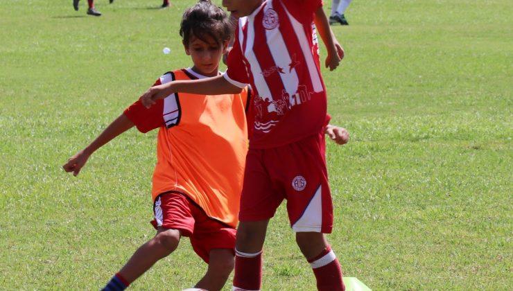 Antalyasporlu küçük futbolcular, 30 Ağustos Zafer Kupası'nda bir araya geldi