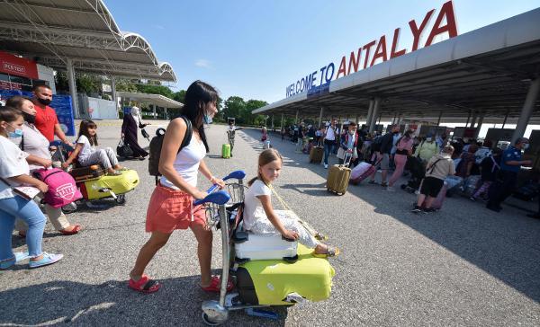Antalya'ya gelen turist sayısı 4 milyonu aştı, 15 günde 1 milyon kişi geldi
