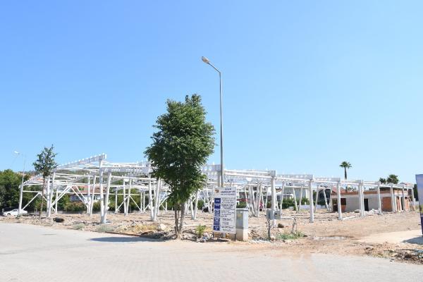 Arslanbucak kapalı pazar yeri hızla ilerliyor