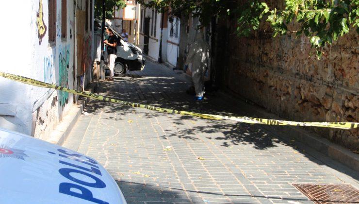 Bimekan şahıs sokak arasında ölü bulundu