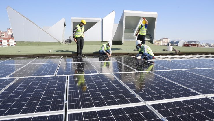 Büyükşehir Belediyesi, çatısından elektrik üretimine başladı