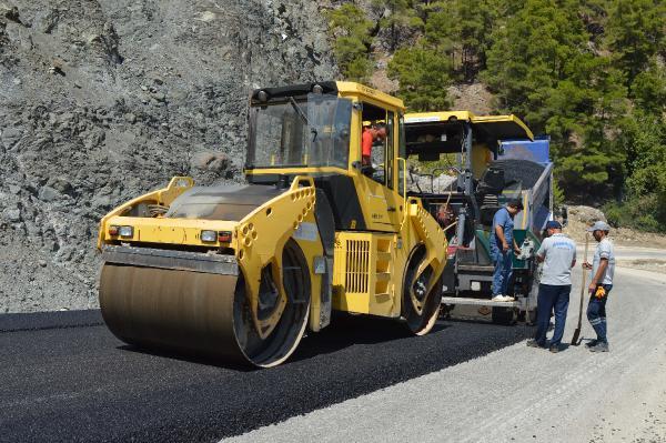 Büyükşehir'den Konyaaltı'nda asfalt çalışması