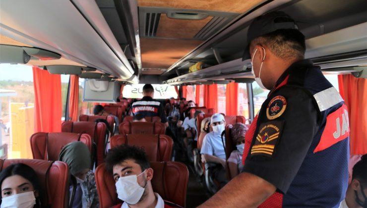 Emniyet kemerleri yolculara tek tek taktırıldı