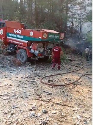 Finike'de ormanlık alanda çıkan yangın kontrol altına alındı
