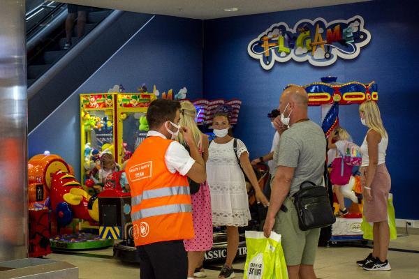 Havalimanında pandemiye karşı sağlık ve güvenlik ekibi kuruldu